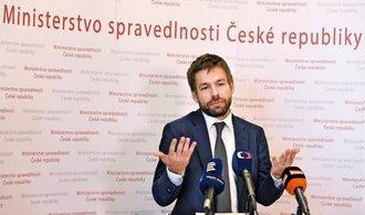 Nejvyšší státní zástupce bude vysvětlovat úniky ze spisů. Pelikán ho zbaví mlčenlivosti