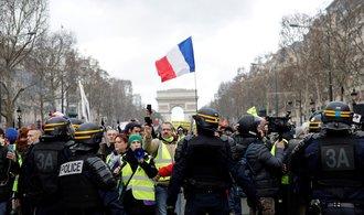Podpora žlutých vest klesá. Hnutí je před patnáctou demonstrací rozdělené