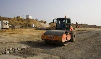 Veřejné stavební zakázky loni vzrostly skoro o padesát procent. Nejvíc zadává Ředitelství silnic a dálnic