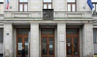 Zběsilé půjčky státu mohou oslabit korunu