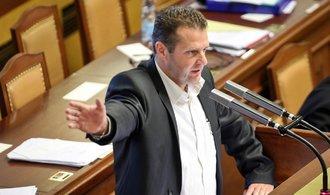 S vydáním Ondráčka poslanci váhají. Horáček se podle nich měl kvůli pomluvě obrátit na civilní soud
