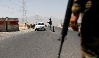 Ozbrojenci Tálibánu narušili příměří s Afghánistánem, zajali stovku žen a dětí