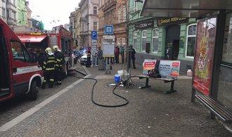 Žena v nočním klubu v Plzni napadla několik lidí kyselinou