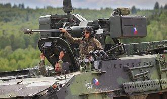 Armádě se daří nabírat nové vojáky, do služby jich přichází víc, než jich odchází