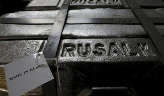 Světová dvojka ve výrobě hliníku se chce odstěhovat z Británie, kvůli sankcím USA se vrací do Ruska
