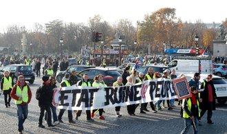 Protesty ve Francii proti zdražování pohonných hmot  si vyžádaly stovky zraněných a jednu mrtvou