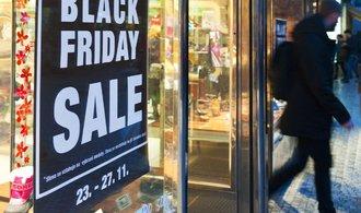 Černý pátek začíná, prodejci slibují slevy v desítkách procent