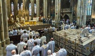 Církev si musí vystačit sama. Čím dál víc investuje