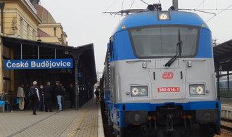 České dráhy se připravují na nápor začátku prázdnin. Spoje posílí o pět tisíc míst