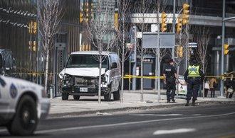 V Torontu najel muž s dodávkou do lidí. Devět jich usmrtil,  dalších šestnáct zranil
