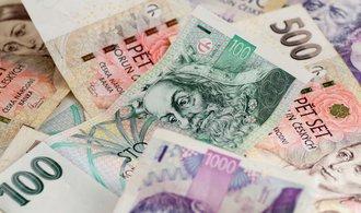 Dluh Čechů poprvé přesáhl dva biliony