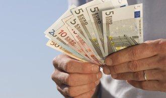 Evropská komise: Česko nyní plní dvě ze čtyř kritérií pro přijetí eura