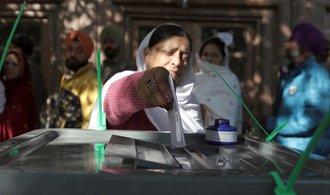 V Afghánských volbách zatím odhlasovaly tři miliony lidí, nepokoje si vyžádaly 38 životů