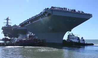 USA zařadily novou letadlovou loď do služby, výrazně se ale prodražila