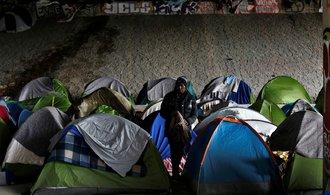 Rok vězení za nelegální překročení hranic. Přísný imigrační zákon míří ve Francii do Senátu