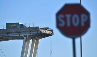 Jeden z pilířů janovského mostu se naklání, stavba může každou chvíli spadnout