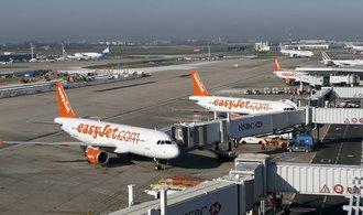EasyJet těží z potíží v letecké přepravě