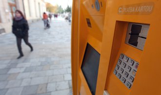 Praha vymění všechny zastaralé automaty na jízdenky. Půjde platit i kartou