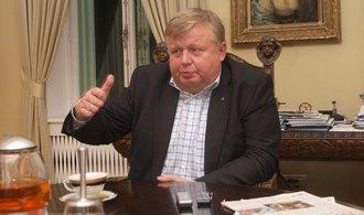 Světlík z lahvárenské společnosti Cylinders Holding vytěsnil firmu miliardáře Komárka