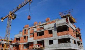 Výstavba bytů čeká v Praze na úřední razítko násobně déle než před deseti lety