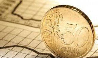 Růst světové ekonomiky zrychluje, centrální banky by prý měly začít s normalizací měnové politiky
