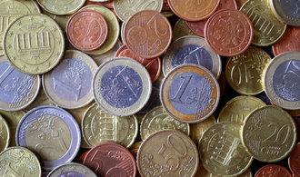 Koruna poprvé od intervencí prolomila hranici 25,50 za euro. Je nejsilnější za čtyři roky