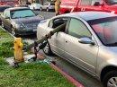 Takhle může dopadnout auto, které parkuje u hydrantu