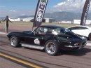 Podívejte se, jak Corvette z 60. let drtí moderní supersporty. Jak je to možné?