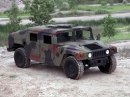Touhu po off-roadu uspokojí Humvee nebo Lamborghini LM002