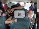 Video: Kolik slečen se vejde do jednoho Moskviče?