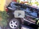 Video: Řidič špatně zařadí a zacouvá do výlohy