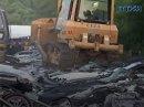 Na Filipínách si to odskákala auta. Demolice v přímém přenosu!