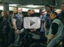 Video: Žena proti 50 motorkářům!