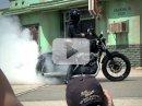 Video: Marisa Miller pálí gumu Harley-Davidsona
