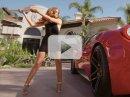 Video: Zhrzená sexy žena si vylévá zlost na Ferrari 458 Italia