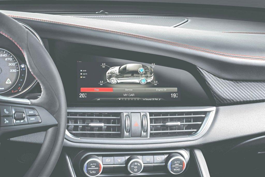Fotogalerie Bmw řada 7 Ar Giulia Display Moje Auto Cz
