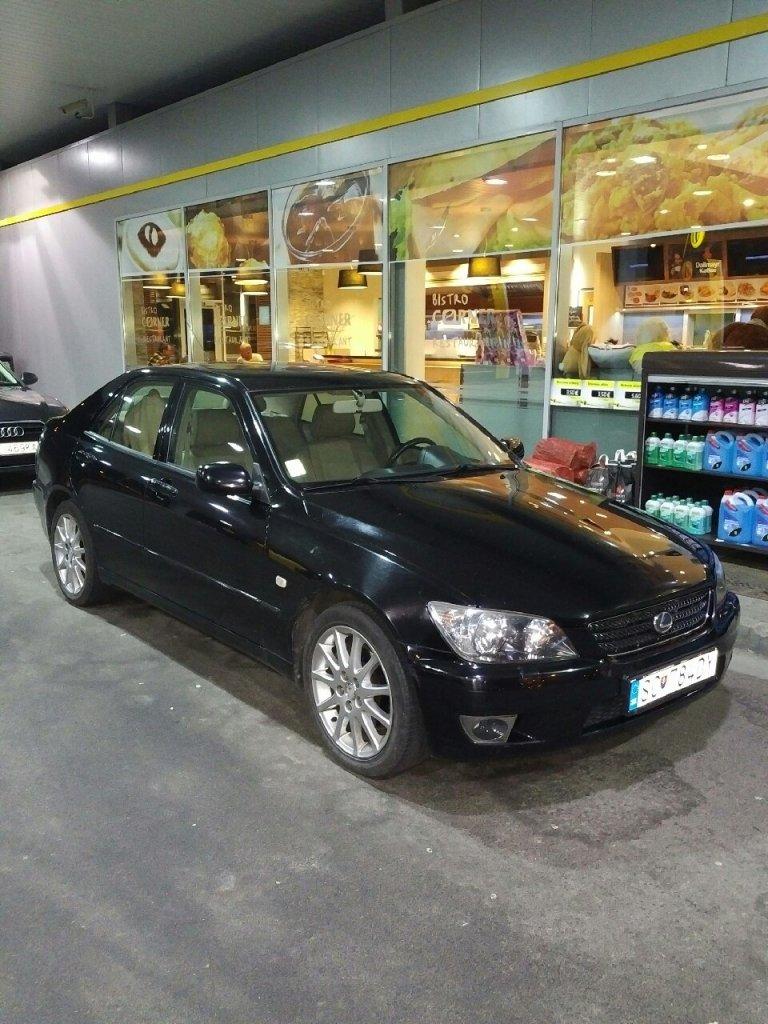 Lexus 200