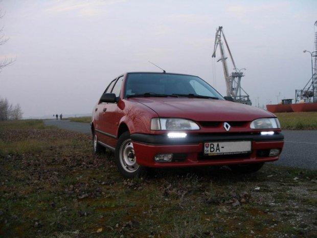 Renault R19