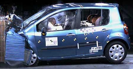 Malý Renault Modus získal v crash testu 5 hvězd!