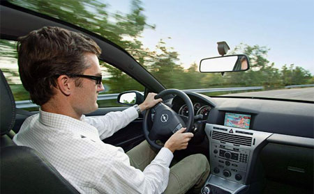 Opel Astra GTC s panoramatickou st�echou: prvn� foto