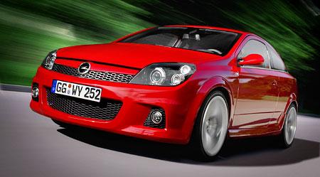 Opel v Paříži: ještě ostřejší Astra GTC
