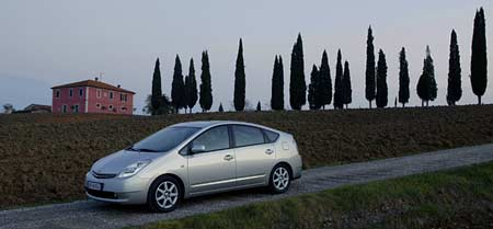 Toyota Prius: české ceny a jízdní dojmy