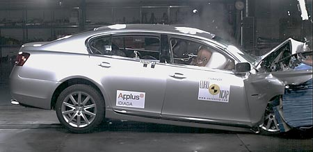 Crash test pro Lexus GS300: podruhé bez chyby