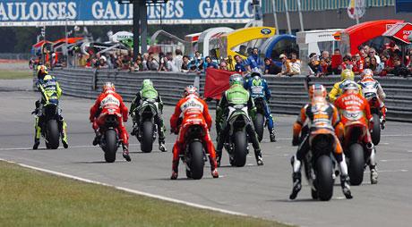 Dutch TT – V Holandsku kraloval Rossi