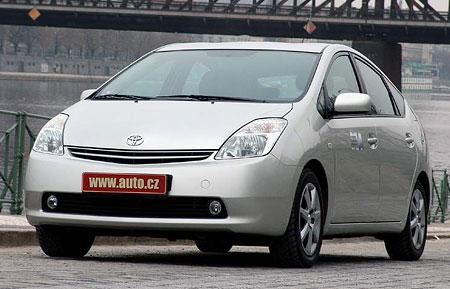 Toyota prodala půlmilion Priusů