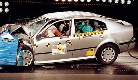 200 crash-testů na Auto.cz přehledně (výsledky, foto, video)