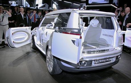 Frankfurt živě: Mini Concept (kombi s tváří nástupce)