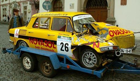 Škoda 110L vs. traktor na Vltava Rallye (video)