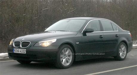 Spy photos: facelift pro Mercedes třídy E a BMW 5