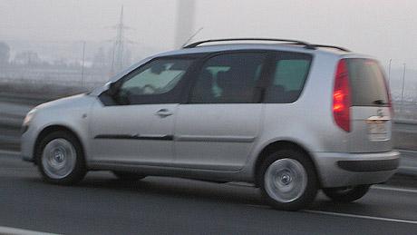 Škoda Roomster přistižena na dálnici